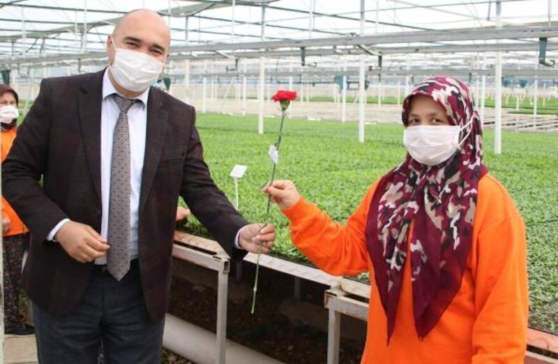 Başkan Böcek'ten 1 Mayıs çiçeği