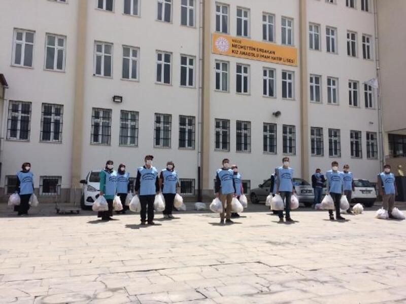 Gönüllü öğretmenlerden ihtiyaç sahibi öğrencilere ramazan yardımı