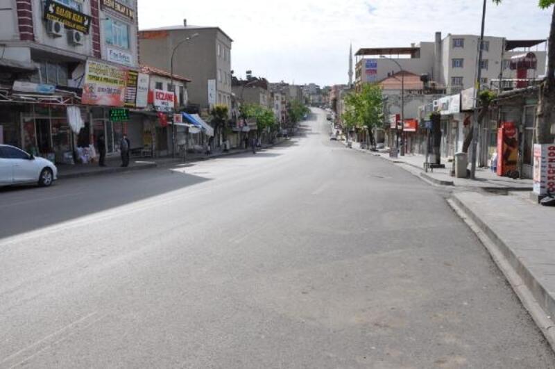Besni'de bir cadde ve pazar kapatıldı