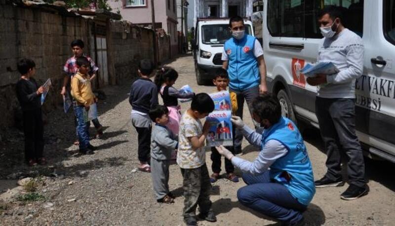 İslahiye'de çocuklara dergi dağıtıldı