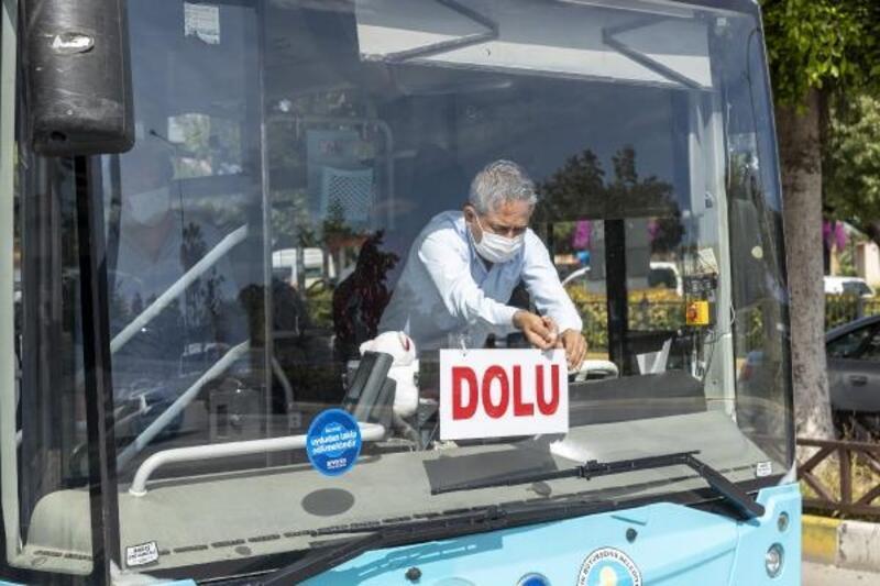 Belediye otobüslerinde sosyal mesafe kurallarına uyuluyor