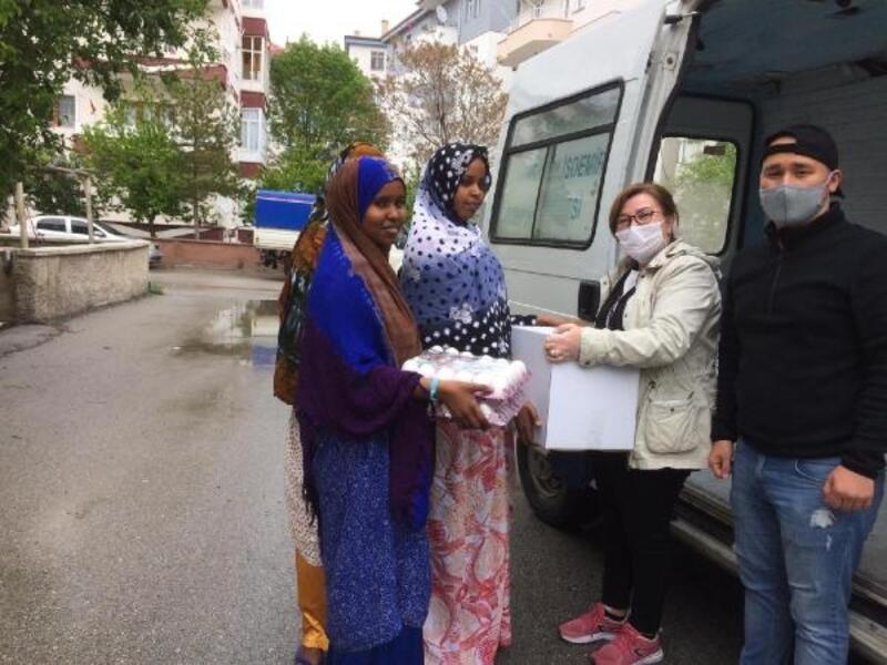 Akademisyenlerden ülkelerine dönemeyen öğrencilere yardım kampanyası