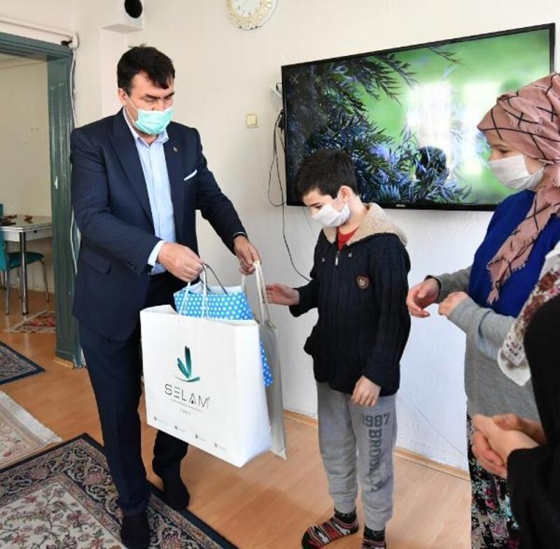 Osmangazi Belediye Başkanı Dündar'dan yetim çocuklara iftarlık ve hediye