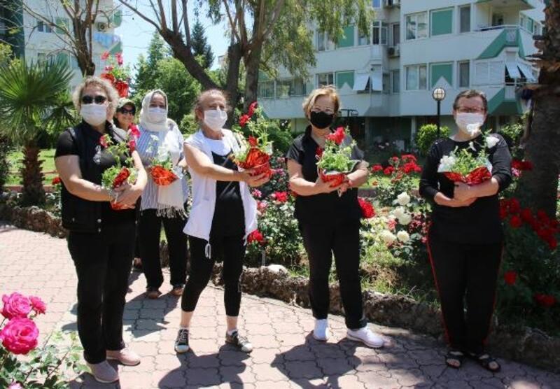 Başkan Böcek'ten Anneler Günü çiçeği