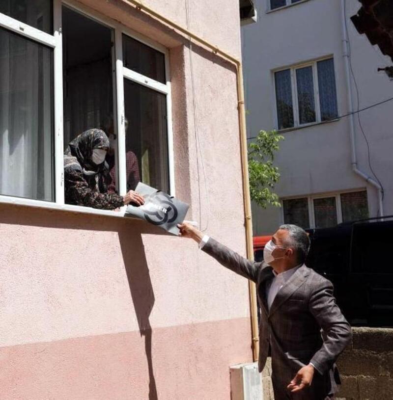 Vali Bilgin'den 102 yaşındaki Nuriye anneye ziyaret
