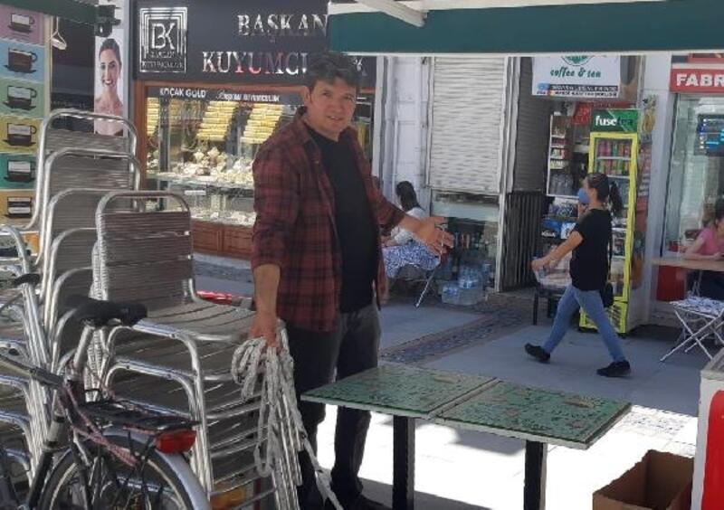 Edirne'nin en işlek caddesinde işletmenin masalarını çaldılar
