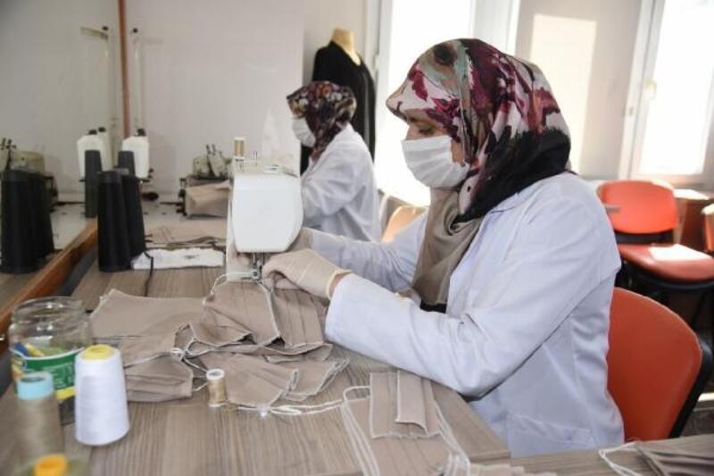 Osmaniye Belediyesi koruyucu maske üretimine başladı
