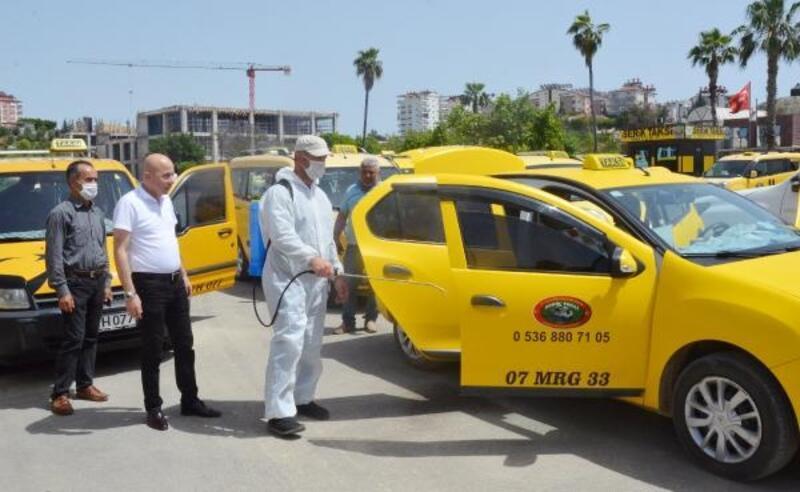 Serik'te taksi ve duraklar dezenfekte edildi