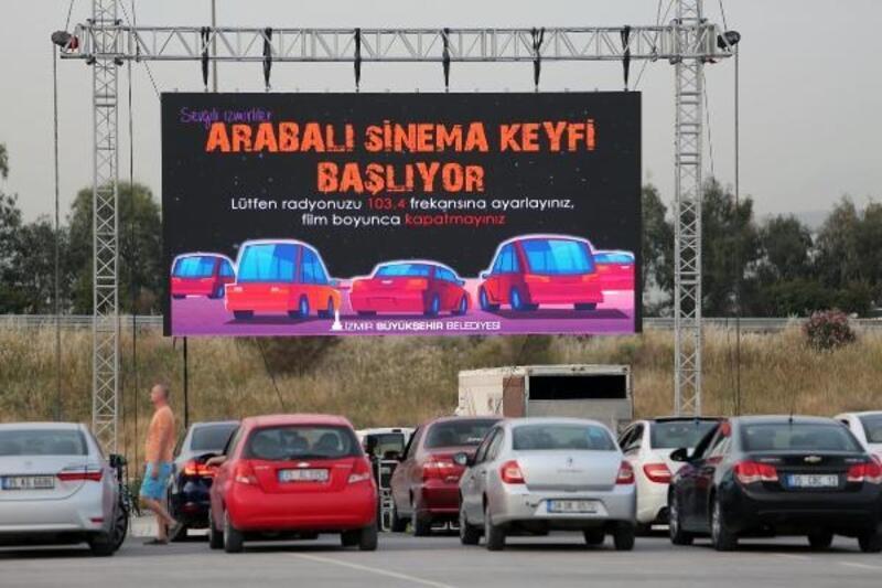 İzmirliler arabalı sinemada buluştu