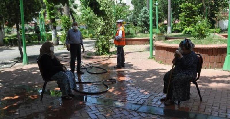 İslahiye'de, yaşlılar parkları doldurdu