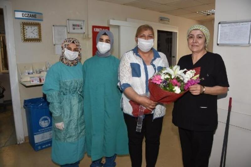 Başkan Erdem'den hemşirelere karanfil