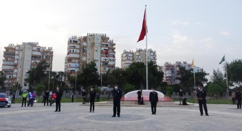 Polisten 19.19'da İstiklal Marşı