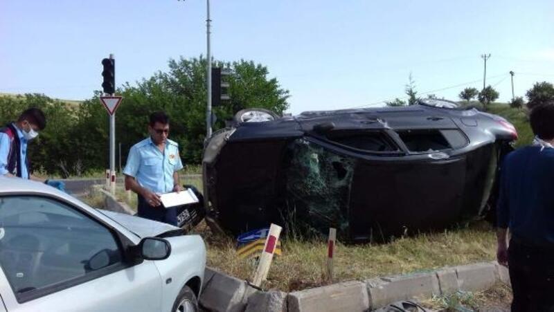 Kahta'da otomobiller çarpıştı: 1 yaralı