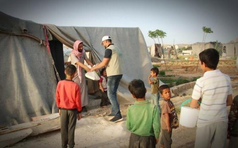 Cerablus ve El Bab'da, her gün 6 bin 400 kişiye iftar veriliyor