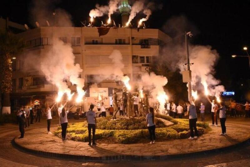 Edremit Belediyesi bayram coşkusunu evlere taşıdı