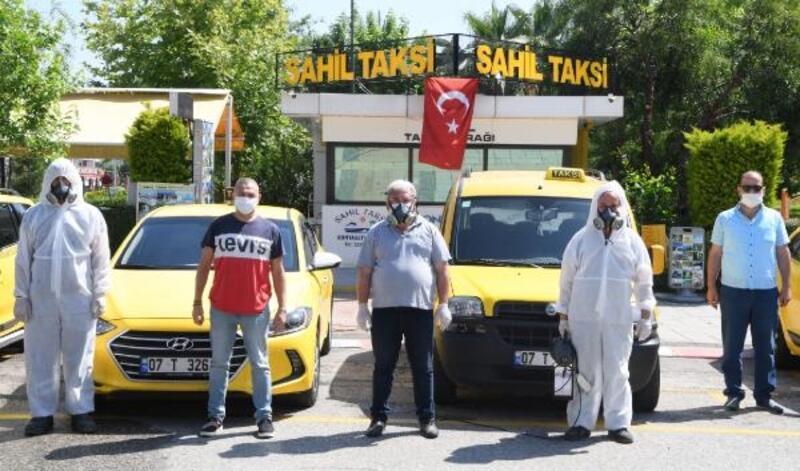 Konyaaltı, taksi ve taksi duraklarını dezenfekte ediyor