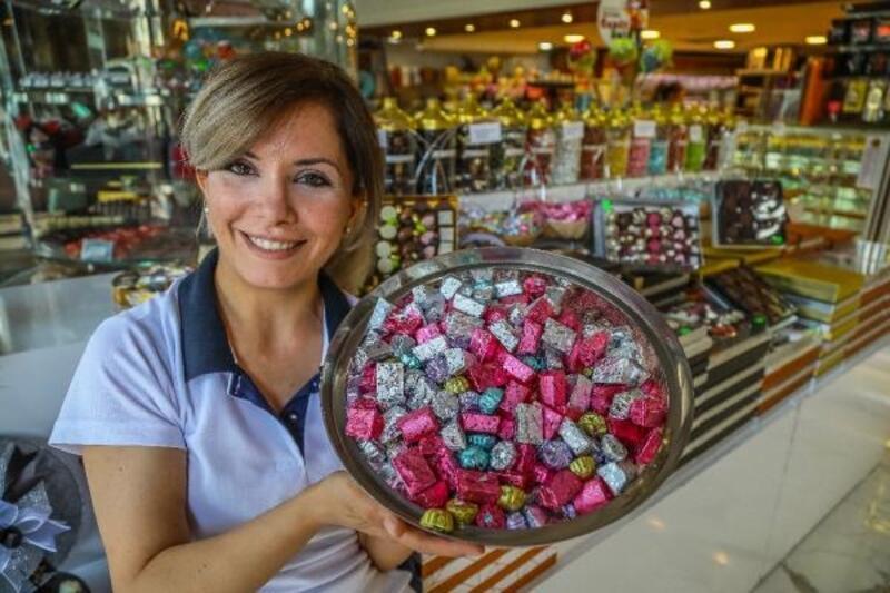 Rengarenk şekerler vitrinleri süsledi