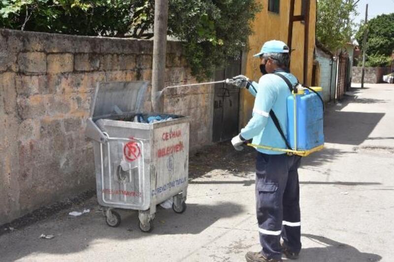 Ceyhan'da sinekle mücadele hız kesmeden devam ediyor