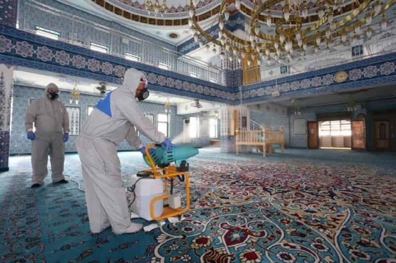 Tütüncü, camilerdeki dezenfekte çalışmalarını inceledi