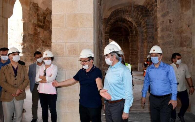 Şehzade Korkut Camii'nde ahşap işlemeler göz kamaştıracak