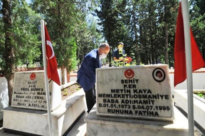 Osmaniye protokolünden, bayram arifesinde şehitlik ziyareti