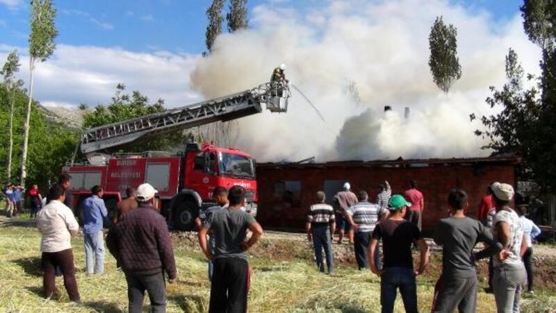 Çatağıl Köyü'nde yangın