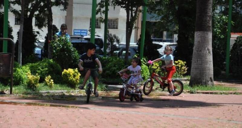 İslahiye'de çocuklar parklarda eğlendi