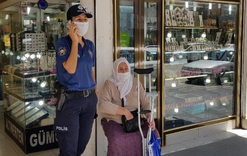 Kaybolan kadının yardımına polis yetişti