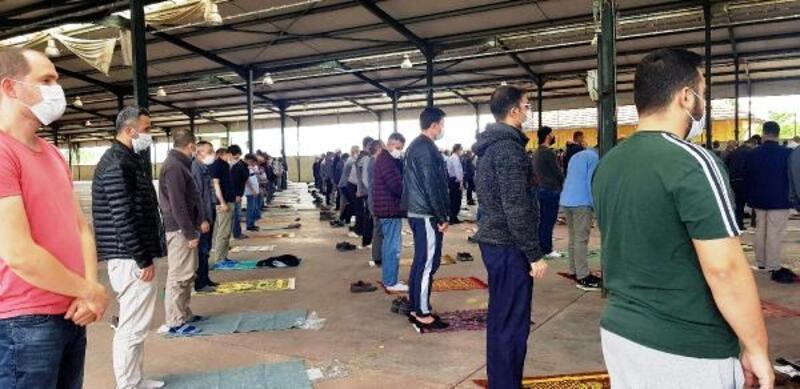 Babaeski'de cuma namazı, pazar yerinde kılındı