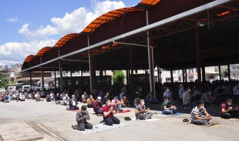 Manavgat'ta cemaat, pazar yerine sığmadı