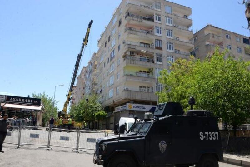 Diyarbakır'da kolonları çatlayan 7 katlı binada güçlendirme çalışması