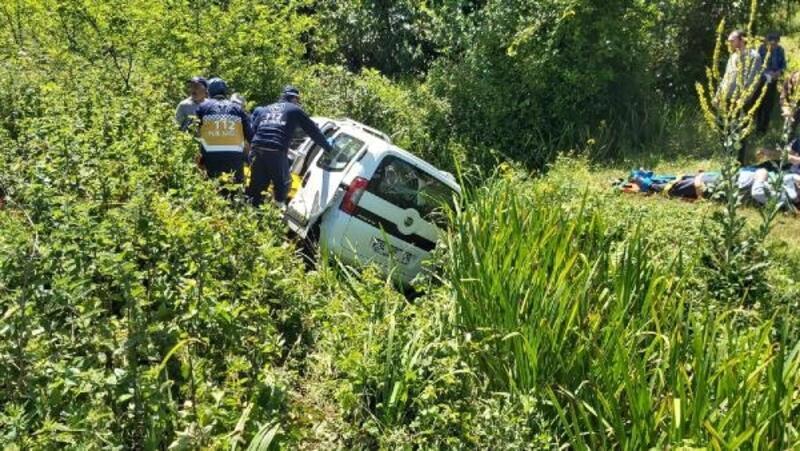 Samsun'da hafif ticari araç şarampole devrildi: 1 ölü, 4 yaralı