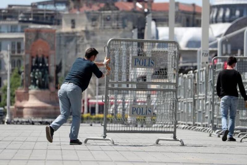 Gezi Parkı çevresi polis bariyerleriyle kapatıldı