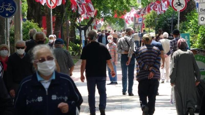 Boş sokaklar, 65 yaş ve üzerindekilere kaldı