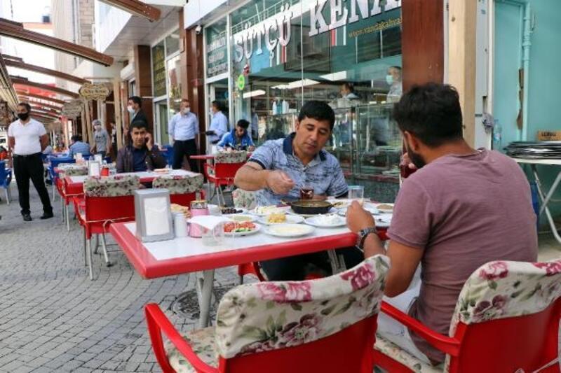 Van'da normalleşme süreciyle kahvaltı salonları da açıldı