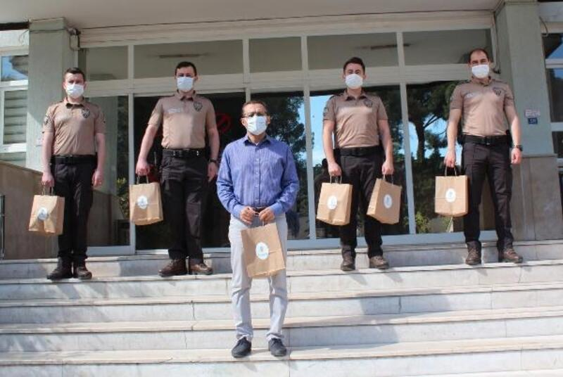 Alaşehir'de ihtiyaç sahibi 100 aileye 2'şer litre süt dağıtıldı