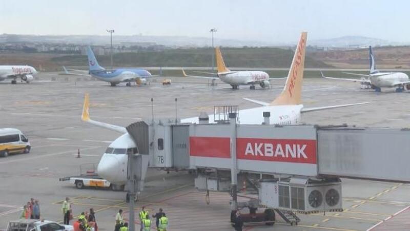 Sabiha Gökçen'de iki aylık aranın ardından ilk uçuş İzmir'e