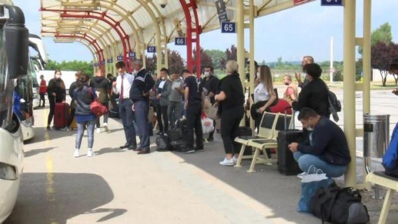 Seyahat kısıtlaması kalktı, vatandaş terminale akın etti