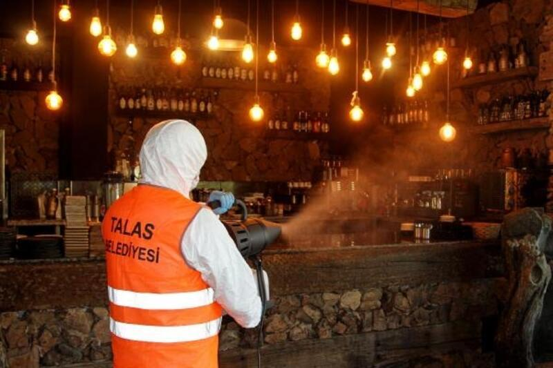 Talas Belediyesi, işletmeleri dezenfekte etti