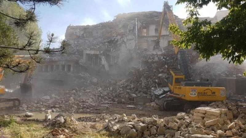 Nevşehir'de 59 yıllık otel yıkıldı