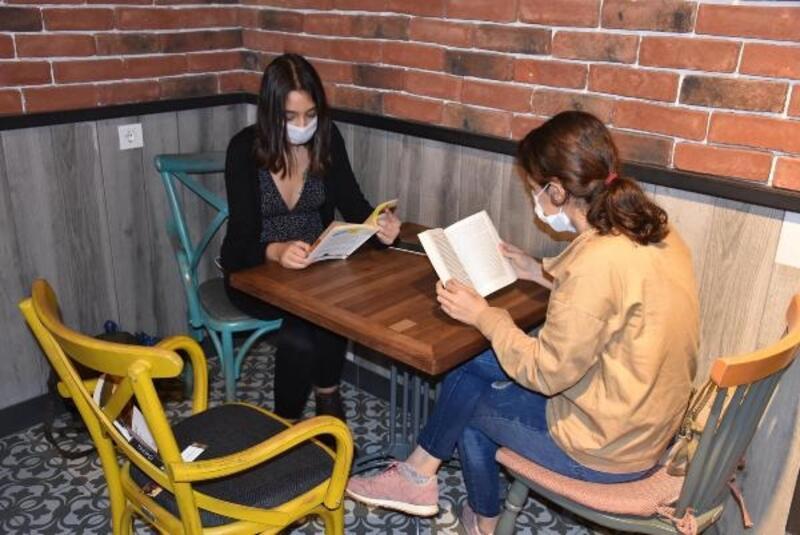 Kitaplı 'sosyal mesafe' önlemi