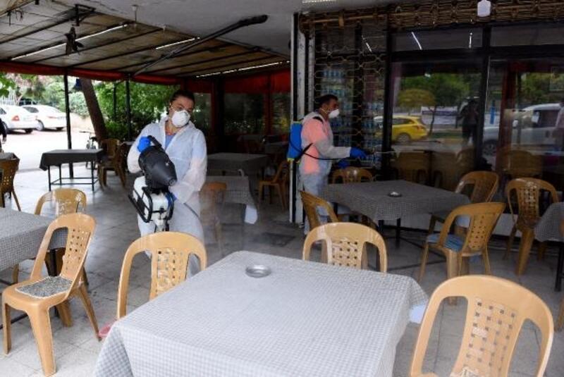 Tekrar açılan işyerleri dezenfekte ediliyor