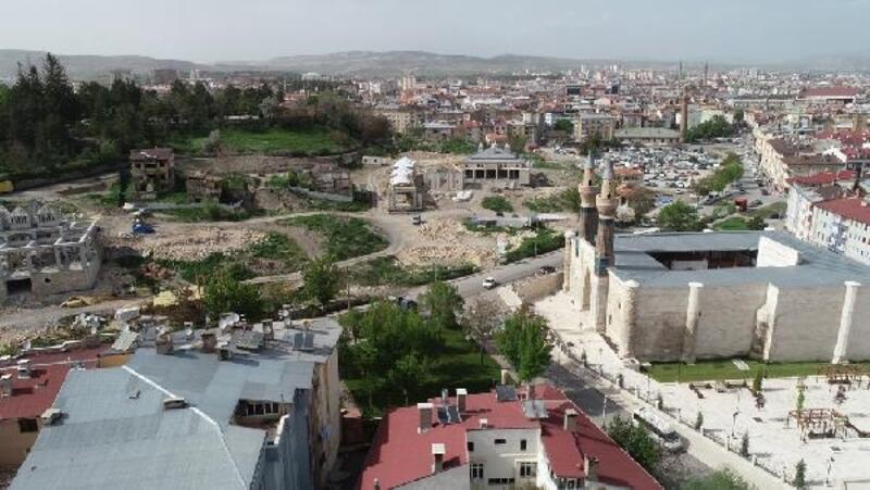Sivas'ta 100 milyon lira bedelli Kale Projesi'nin yüzde 30'u tamamlandı