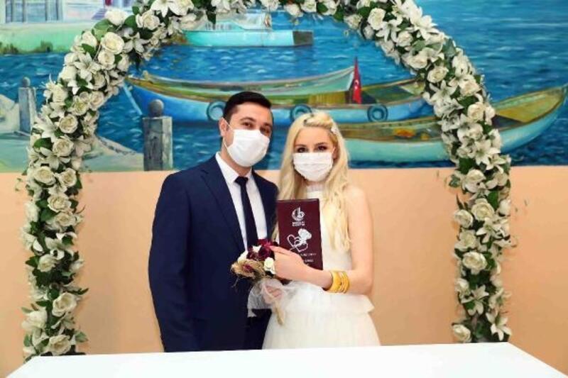 Koronavirüs aşıkları durduramadı; ilçede 498 çiftin nikahı kıyıldı