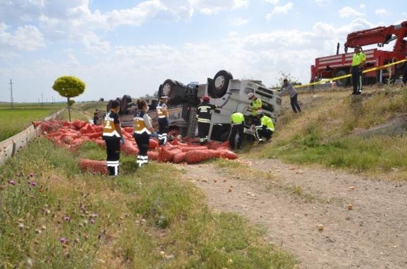 Şarampole devrilen TIR'ın sürücüsü öldü