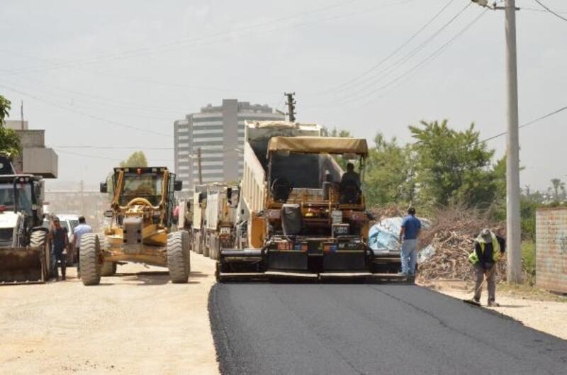 Tarsus'ta Şahin Mahallesi'ne asfalt çalışması