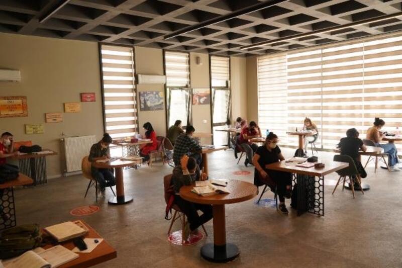 Diyarbakır'daki kütüphaneler kapılarını açtı
