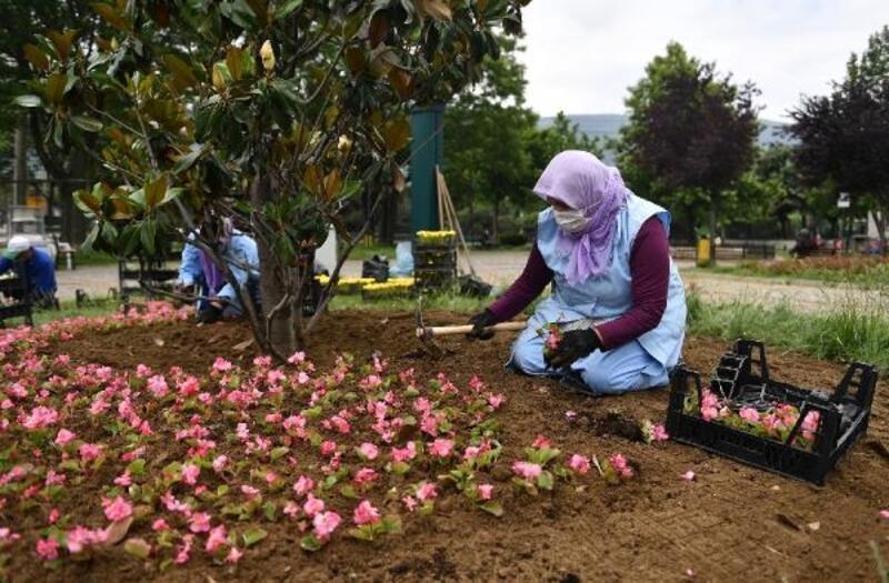 Park ve bahçeler temizleniyor