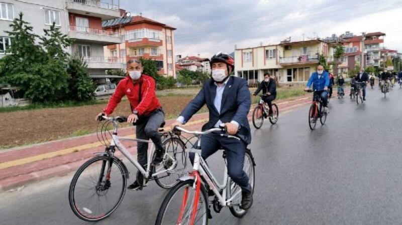 Bisikletle şehir turu attılar