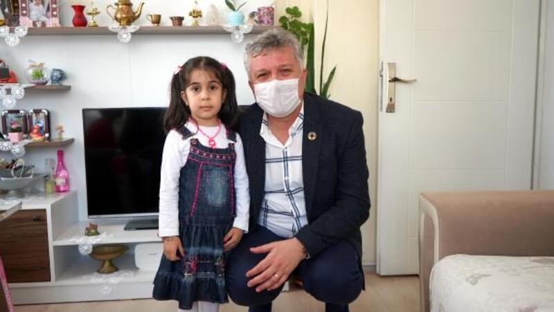 Başkan Gerenli, üniformalı görevlilerden korkup eve kapanan Zeynep'i ziyaret etti